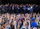 """Video: Islandes izlase un fani izpilda """"Viking clap"""" arī Reikjavikā"""