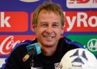 Klinsmana piecu gadu darbs ASV izlasē beidzas pēc 0:4 Kostarikā