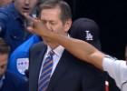 """Video: NBA nedēļas jocīgākajos momentos arī """"Knicks"""" treneris"""