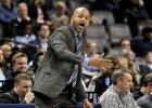 """""""Grizzlies"""" vienojas par jaunu trīs gadu līgumu ar galveno treneri Bikerstafu"""