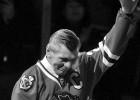 """78 gadu vecumā miris """"Blackhawks"""" vēsturē rezultatīvākais spēlētājs"""