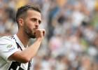 """""""Juventus"""" sporta direktors apstiprina sarunas ar """"Barcelona"""" par Pjaniča un Artura maiņu"""