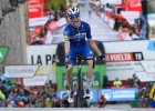 """Rogličs un Lopess iesaistīti masveida kritienā, """"Vuelta a Espana"""" tuvojas kulminācijai"""