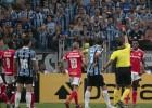 """Masveida kautiņš un astoņas sarkanās kartītes """"Copa Libertadores"""" mačā"""