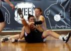 """Foto: 47. vidusskolas basketbolistes gāž no troņa """"Deviņdesmitdevītās"""""""