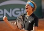 """Zverevs gūst lielāko uzvaru """"Grand Slam"""" turnīros, Hačanovam pirmais ceturtdaļfināls"""