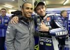 Mediji: Hamiltons piedzīvojis kritienu ar Rosi motociklu