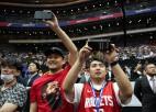 NBA translāciju attīstība: fanu klātbūtne caur videoekrāniem, papildus iespējas aplikācijā
