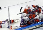 """""""Islanders"""" otrajā pagarinājumā uzvar """"Lightning"""" un pagarina sezonu"""