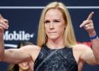 Bijusī UFC čempione Holma izcīna pārliecinošu uzvaru