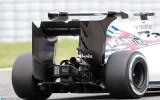 Foto: F1 testos komandas izmēģina neparastas detaļas