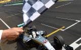 Foto: Hamiltons Ungārijā kļūst par F1 sezonas līderi