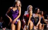 Foto: Skaisti augumi, slaidi vidukļi - bikini fitnesa sacensībās Rīgā