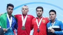 Suharevs izcīna zeltu un tiek apbalvots junioru pasaules čempionātā