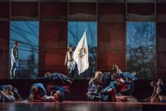 """Foto: Mūzikls """"Žanna d`Arka"""" uz Dailes teātra skatuves"""