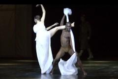 """Video: Laikmetīgā baleta """"Otello""""pirmizrāde Latvijas Nacionālajā operā. Izrādes fragmenti"""