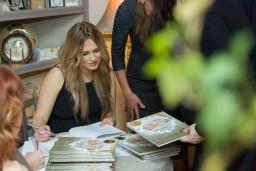 """Foto: Kristīnes Zaveles atmiņu albuma """"Sajūtu dienasgrāmata"""" un fotoizstādes atklāšana"""