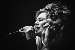 Rīgā uzstāsies zviedru džeza jaunā zvaigzne – dziedātāja Iris Bergcrantz
