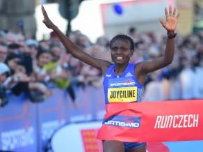 Kenijas skrējēja Prāgā labo uzreiz četrus pasaules rekordus