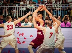 Porziņģis sāk ar 24+12, Latvijai 12:0 galotne pret Poliju