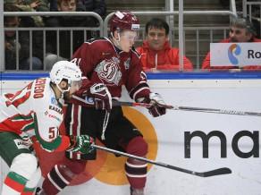 ''Dinamo'' ielaiž divus vārtus divās minūtēs, nespēj atgūties un zaudē