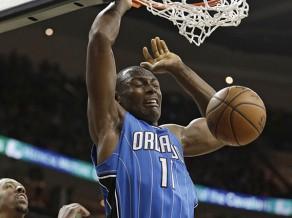 """Trīs komandu maiņas darījumā Bijombo atgriežas """"Hornets"""", Mozgovs uz Orlando"""