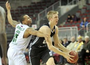 """VEF noslēdz VTB līgas sezonu ar zaudējumu """"Zenit"""""""
