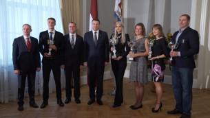 Video: Vējonis Rīgas pilī pasniedz Prezidenta balvas Baltijas labākajiem vieglatlētiem