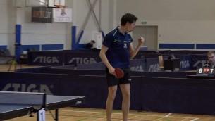Video: A.Reinholds pārliecinoši uzvar O.Kartuzovu un triumfē vīriešu vienspēlēs