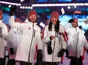 Latvijas delegācija cēli soļo olimpisko spēļu atklāšanas ceremonijā