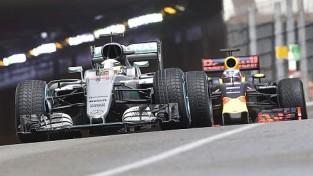 Hamiltons Monako izcīna pirmo uzvaru sezonā