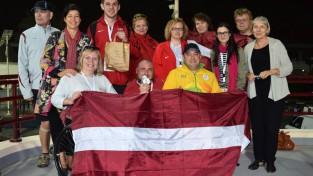 Mūsu paralimpiešiem sešas medaļas Dubaijā, Apinim pasaules rekords