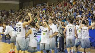 Kosova pieveic Igauniju un iekļūst nākamajā kārtā, Nīderlandei +76 pret Albāniju