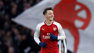 """Ezila vārti nokārto """"Arsenal"""" uzvaru, minimāls panākums arī """"Chelsea"""""""