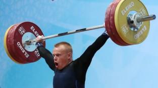 Svarcēlājs Suharevs pārliecinoši triumfē pasaules U-20 čempionātā