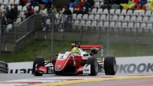 Šūmaheram piecas uzvaras pēc kārtas un jau pirmā vieta F3 čempionātā