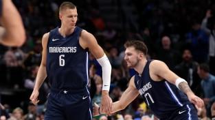 """Porziņģis gandrīz savāc <i>double-double</i>, """"Mavericks"""" piektā uzvara"""