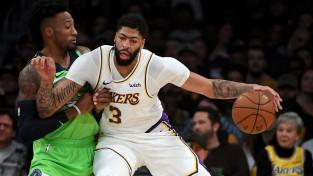 """Deiviss iemet 50 punktus """"Lakers"""" kārtējā uzvarā"""