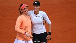 """Parīzē triumfē šosezon """"Grand Slam"""" turnīros nezaudējušais Babošas un Mladenovičas duets"""