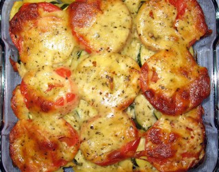 Kartupeļu un tomātu sacepums