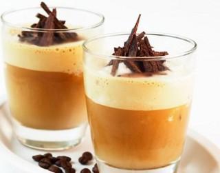 Ledus kafija siltam rudens rītam