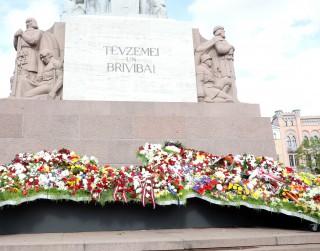 """Valsts svētkos Rīgu rotās  """"Ziedu Latvija,,"""