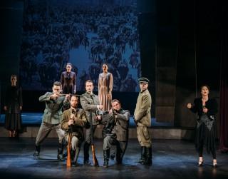 """Liepājas teātrī pēdējo reizi tiks spēlēta izrāde """"Liepāja - Latvijas galvaspilsēta"""""""