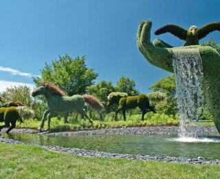Foto: Ziedu skulptūras Monreālas Botāniskajā dārzā