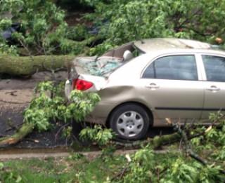 Kā droši pārvietoties ar auto vētras laikā?
