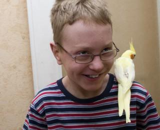11-gadīgam puisēnam ar retu slimību ļoti nepieciešama līdzcilvēku palīdzība