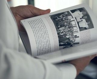 """Latvijas ģimenes aicinātas pieteikt savus stāstus izstādei """"Dzimtas grāmata"""""""