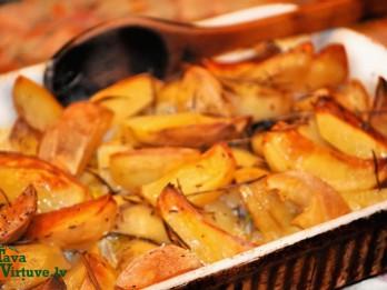 Krāsnī garšvielās ceptas kartupeļu daiviņas