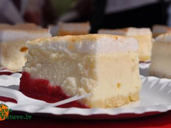 Siera kūka ar bezē