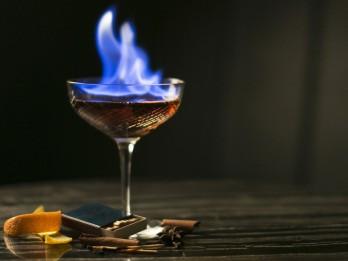 Liesmojošais kokteilis B52